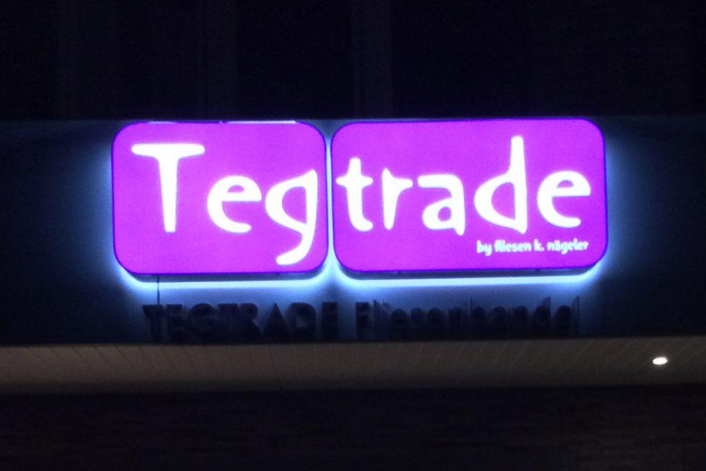 Aussenbeleuchtungsaufnahme Firma Nägeler Leuchtschild Tegtrade