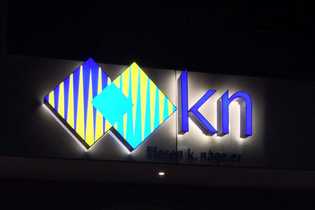 Aussenbeleuchtungsaufnahme Firma Nägeler Leuchtschild KN